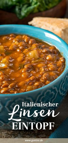 Diese Suppe essen Italiener an Silvester – und Du? In Italy it is customary to eat lentil soup and New Year's Eve because it brings good luck and tastes so delicious! Fall Recipes, Vegan Recipes, Snack Recipes, Dinner Recipes, Easy Detox Cleanse, Detox Soup, Calories, Nutrition, Smoothie Recipes