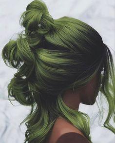 Amber Hair Colors, Green Hair Colors, Cool Hair Color, Divas, Green Hair Girl, New Hair Color Trends, Pale Skin, Girl Hairstyles, Hair Inspiration