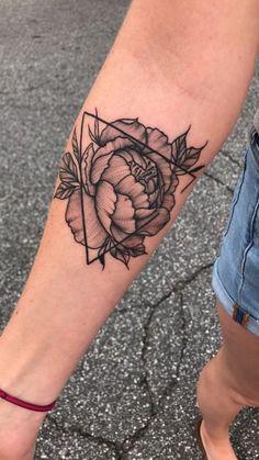 Unique Geometric Tattoo – Geometric Peony Tattoo - New Tattoo Models Fake Tattoo, Up Tattoos, Black Tattoos, Tattoos For Women, Tattoo Pain, Tattoo Women, Arrow Tattoos, Tattoo Small, Word Tattoos