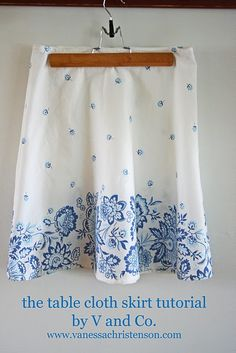 V and Co.: tutorial: the table cloth skirt. I have some vintage table cloths that would be cute skirts Sewing Hacks, Sewing Tutorials, Sewing Projects, Sewing Patterns, Tutorial Sewing, Skirt Patterns, Craft Tutorials, Craft Projects, Diy Clothing