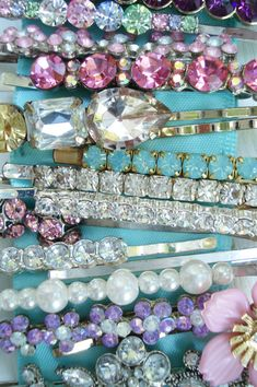 no such thing as too much hair bling Hippie Style, Bling Bling, Organizing Hair Accessories, Jewelry Accessories, All That Glitters, Hair Jewelry, Jewellery, Jewelry Box, Hair Pins