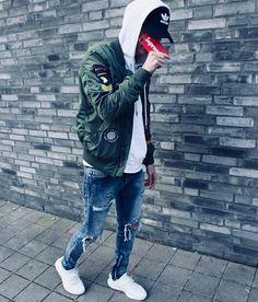 Mens Style Discover Casual Man (Jeans Shorts T-Shirts Jonathan Alonso Webpage : www. Men Street, Street Wear, Urban Fashion, Mens Fashion, Runway Fashion, Boy Fashion, Stylish Men, Men Casual, Streetwear Fashion