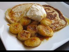 A Glug of Oil: Coconut Pancakes with Caramelised Bananas - Weight Watchers ProPoints Coconut Recipes, Banana Recipes, Pancake Recipes, Simply Recipes, Sweet Recipes, Easy Recipes, Scotch Pancakes, Weight Watchers Pancakes, Coconut Pancakes