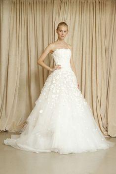 オーガンジーとお花の刺繍が美しい…!ロマンチックな一着♡ オスカーデラレンタの花嫁衣装・ウエディングドレスまとめ。