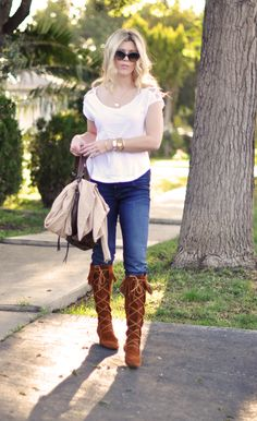 Perfect pairing of a classic T, jeans and a Minnetonka Knee Hi boot