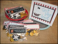 Tattered and Inked: Pirate Party Day 4: Pirate Loot Bags (and 3 free printables!) Pirate Birthday, Pirate Theme, 4th Birthday Parties, Birthday Ideas, Birthday Diy, Pirate Party Favors, Peter Pan Party, Loot Bags, Disney Crafts