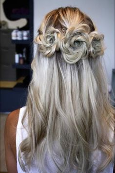 Wedding hair. This is gorgeous!