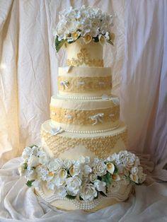 - romantic wedding cake