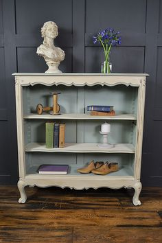 [CasaGiardino] ♛ This delightful French bookcase will really bring charm and sophistication to any room! Painted in a mix of Annie Sloan Duck Egg Blue and Original with Old White, this beautiful pastel palette will work well in any room Refurbished Furniture, Repurposed Furniture, Shabby Chic Furniture, Vintage Furniture, Annie Sloan Furniture, Chalk Paint Furniture, Cool Furniture, Furniture Update, Furniture Makeover