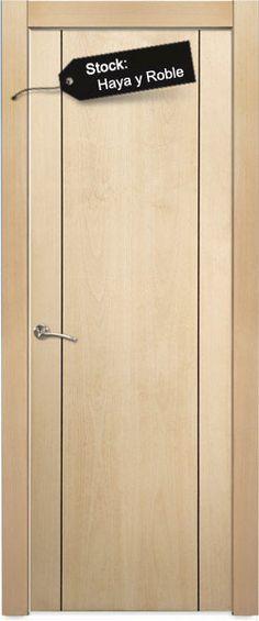 Puerta en BLOCK maciza (el block incluye Puerta, cerco de 70X30mm, 5 tiras de tapajutas de 70x10, pernios y resbalón. Todo montado y embalado), rechapada en madera natural y barnizada, lista para colocar.