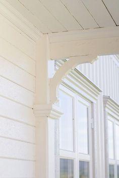 Nautical Home Exterior Coastal Decorating Nautical home exterior Pergola, Sweden House, Porches, Nautical Home, Coastal Decor, Coastal Style, Architecture Details, Modern Decor, Beautiful Homes