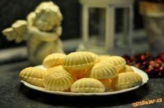 Žloutkové křehulky - prostě rakvičky Hungarian Cake, Czech Recipes, Mini Cupcakes, Christmas Cookies, Cookie Recipes, Food And Drink, Ice Cream, Easter, Baking