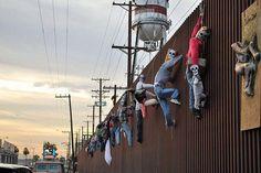 """""""Dia de muertos"""" en la Frontera México-EEUU, Mexicali BC Mexico cerca de Calexico, California. El muro de Berlín fue derribado en nombre de la democracia, pero por lo general los muros poco tienen que ver con eso... de https://www.facebook.com/itzbe"""