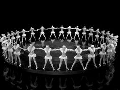 Awesome+Geometrical+Arrangement+of+Dancers+by+Busby+Berkeley,+1930s