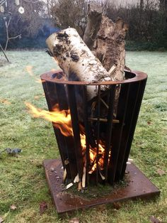 Vuurkorf - fire basket Welding Art Projects, Metal Projects, Metal Crafts, Outdoor Projects, Fire Pit Bbq, Steel Fire Pit, Rocket Heater, Rocket Stoves, Outdoor Fire