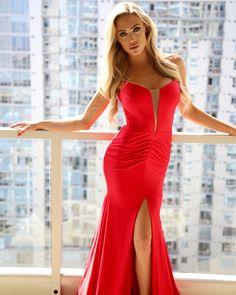 688 meilleures images du tableau !! ROBE LONGUE ROUGE °   Woman ... f82fc86ec6fa