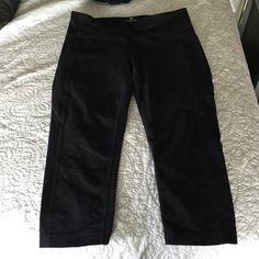 Athleta black cropped legging Great condition worn 5 times Athleta Pants Leggings