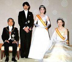 秋篠宮文仁親王(あきしののみやふみひとしんのう)殿下, 同妃紀子(きこ)殿下: 両殿下御結婚の儀(皇紀2650年(平成2年:AD1990)6月29日)に際し, 天皇皇后両陛下と共に。The wedding of Prince Fumihito and Princess Kiko with Emperor Akihito & Empress Michiko.