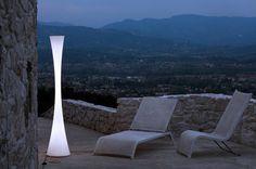 Martinelli Luce - Biconica Pol - vloerlamp Design: Emiliana Martinelli De Martinelli Luce Bionica is door zijn vorm een opvallende lamp die goed tot zijn recht komt in een hal, buiten op terras ...