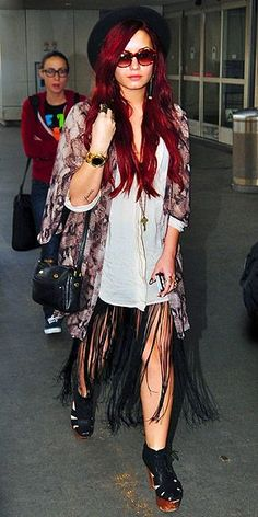 Demi Lovato Fashion and Style - Demi Lovato Dress, Clothes, Hairstyle