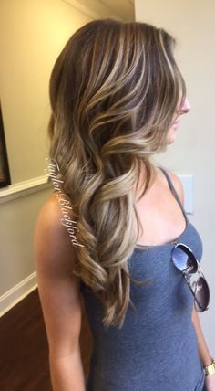 Warm brown with a honey blonde highlight. Balayage sombre https://www.facebook.com/TaylorBlackfordBANG