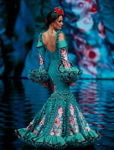«Musas» es una colección inspirada en criaturas que están entre la fantasía y la realidad. Nacen y se convierten en preciosas musas flamencas ( Rocío Ruz / Raúl Doblado) Yes To The Dress, Dress Up, Flamenco Costume, Flamenco Dresses, Tiffany Green, Fashion Show Themes, Gypsy Women, Just Style, Tribal Dress