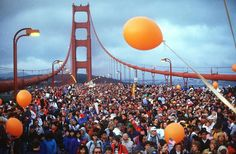 Incredible Pictures of People Flattened Golden Gate Bridge During the Anniversary Celebration in 1987 Heart Pictures, Pictures Of People, San Francisco Earthquake, Bad Memories, Suspension Bridge, Happy Anniversary, Golden Gate Bridge, Vintage Photos, The Incredibles