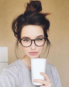 Glasses girl face eyewear for 2019 Cool Glasses, New Glasses, Girls With Glasses, Makeup For Glasses, Glasses For Round Faces, Black Frame Glasses, Cute Glasses Frames, Super Glasses, Womens Glasses Frames