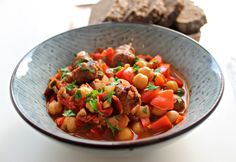 Chorizo stir-fry with tomatos and chick peas // great taste, served with crunchy white bread or rice or bulgur // done in 15 min