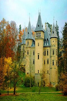 Poland Travel Inspiration - Aussiegirl Castles Medieval Castle in Goluchow, Poland. Almost impossible to defend unless there is a very steep and deep gorge all around it but a beautiful piece of architecture nonetheless. Places Around The World, Oh The Places You'll Go, Places To Visit, Around The Worlds, Beautiful Castles, Beautiful Buildings, Beautiful Places, Amazing Places, Chateau Medieval