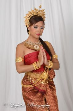 Khmer Bridal Wedding Outfits and Gallery Cambodian Wedding, Khmer Wedding, Angkor Wat Cambodia, Khmer Empire, Perfect Bride, Wedding Costumes, Beautiful Couple, Wedding Jewelry, Sari