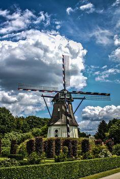 Dutch Windmill by Lennart Tange, via Flickr
