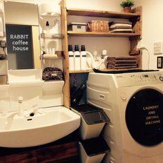 女性で、、家族住まいのバス/トイレ/ワトコオイル/DIY/DIY棚/stacksto/スタックストー…などについてのインテリア実例を紹介。「コツコツ作っていた棚が完成しました〜♡タオルや洗剤をいっぱい置ける棚が欲しくてDIYしました( ˙º̬˙ )و ̑̑」(この写真は 2015-09-26 12:18:15 に共有されました) Kitchen Sink Organization, Sink Organizer, Stacked Washer Dryer, Washer And Dryer, Laundry Drying, Laundry Area, Tumblr Rooms, Wall Storage, Washroom
