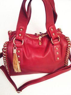 sac a main bowling tendance rouge carmin bordure chaine doree, sac a main forme bowling