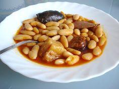 """Aunque hace ya un tiempo publiqué la Fabada en una entrada que se llamaba """" Comida Asturiana """", en esa foto la Fabada se ve seca, pues es co..."""