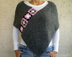 This stylish gray afghan poncho will keeps you warm in fall / winter season. I embellished it with crochet afgan motifs. There are lots of ways to wear this super stylish Poncho! Poncho Crochet, Knitted Afghans, Crochet Granny, Granny Square Poncho, Granny Squares, Mode Hippie, Grey Poncho, Poncho Scarf, Yarn Sizes