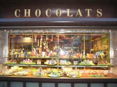 Sprungli Chocolate store in Zurich Switzerland, Swiss Chocolate, Chocolate Dreams, Chocolate Stores, Chocolate Desserts, Kinds Of Desserts, Shop Fronts, Shop Interiors, Zurich, Shops