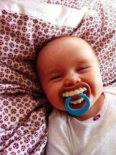 12 Schnuller, die das kleine Monster in Ihrem Baby zum Vorschein bringen