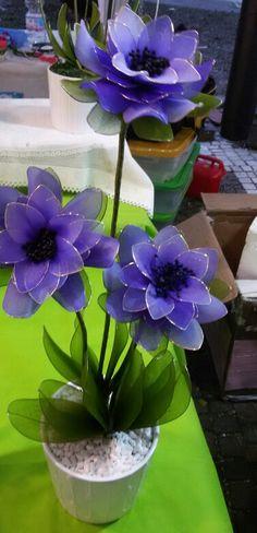 Para realizar las flores con medias de nylón o seda tener los siguientes materiales : Medias Alambre de florísteria Cinta floral...