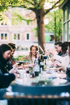 Kinfolk Gatherings: L'Esprit de la Mer Eat Together, Dinner With Friends, Kinfolk, Al Fresco Dining, Vineyard Wedding, Healthy People 2020, Outdoor Photography, Brunch Buffet, Outdoor Entertaining