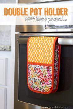 How to make a Double Pot Holder with Hand Pockets | via www.makeit-loveit.com
