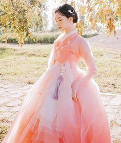 Korean Traditional Dress, Traditional Dresses, Anime Kimono, Korean Hanbok, Vogue Korea, Cute Korean, Hanfu, Korean Women, Kawaii Fashion