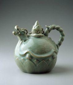 Dragon-Turtle Shaped Ewer Korea, century The Museum of Fine Arts, Boston Pottery Teapots, Ceramic Teapots, Ceramic Pottery, Ceramic Art, Pottery Vase, Korean Art, Asian Art, Korean Pottery, Art Pierre