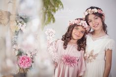 Comunión hermanas. Fotografía Ruth Zabalza Bridesmaid Dresses, Wedding Dresses, First Communion, Family Pictures, Children Photography, Special Day, Little Ones, Flower Girl Dresses, Photoshoot