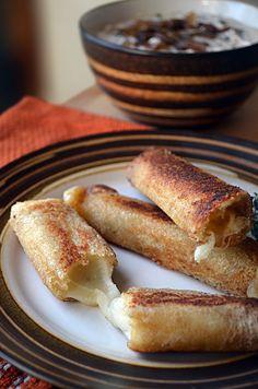 French Onion Soup Sticks 21 Genius Ways To Take Your Mozzarella Sticks To The Next Level Sandwiches, Mozzarella Sticks, Tasty, Yummy Food, Yummy Yummy, Delish, French Onion, French Toast, Best Appetizers