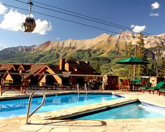 Nightly Retreat to an Idyllic Mountain Haven in a Suite for Four or Six. i need to go here