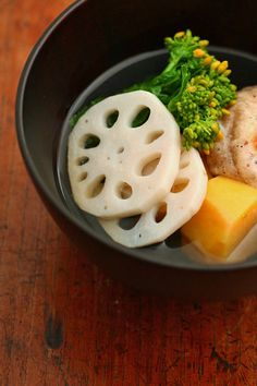 ozoni   clear soup   mochi   renkon (lotus root)   kabocha   broccoli rabe   吸い物仕立てのお雑煮