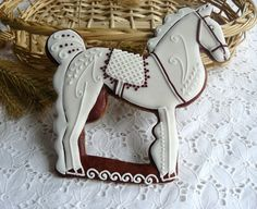 Beautifully piped decorated horse cookie- one very pretty western cookie Horse Cookies, Baby Cookies, Gingerbread Cookies, Christmas Cookies, Christmas Gingerbread House, Noel Christmas, Christmas Treats, Gingerbread Houses, Christmas Horses
