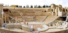 """""""El teatro romano de Cartagena es considerado uno de los legados más importantes del mundo romano en la península. Fue  construido en el 44 a.C. por emperador Augusto cuando la ciudad había sido nombrada colonia romana Carthago Nova. Tenía una capacidad para unos 6.000 espectadores aproximadamente, siendo uno de los mayores de la Hispania romana."""" Información tomada de rutas con historia"""