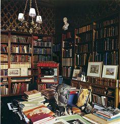 allfortheloveofbooks:    broken-blossoms:    lostintherenaissance:    teachingliteracy:    breathingbooks:    libraryland:    (via bookshelves)